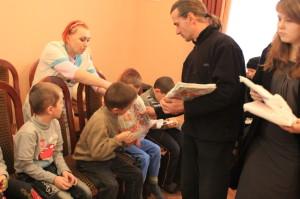 КРЕМЕНЧУГ. Православное братство святого Николая Чудотворца в Международный день инвалидов посетило детей-инвалидов