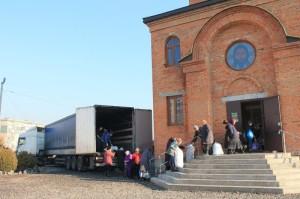 Кривий Ріг. Парафіяни відправили вантаж гуманітарної допомоги мирним жителям зони АТО.