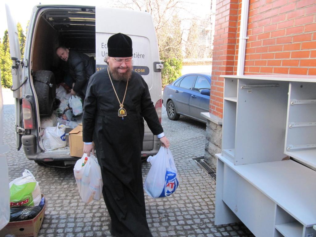 Украинская Православная Церковь продолжает оказывать помощь пострадавшим от военных действий