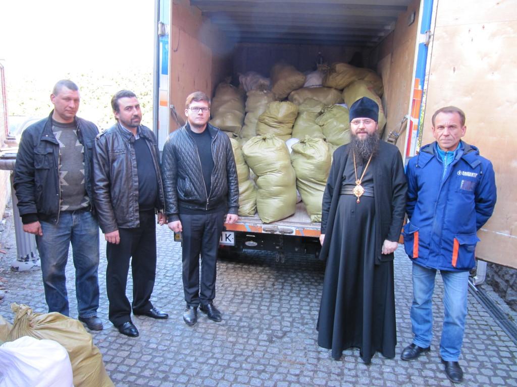 На склад Синодального відділу УПЦ з соціально-гуманітарних питань Деснянським благочинням було доставлено 2,5 тонни гуманітарної допомоги