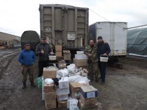 ВІННИЦЬКА ЄПАРХІЯ. Священики відвезли українським бійцям допомогу від парафіян та смачні подарунки від дітей.