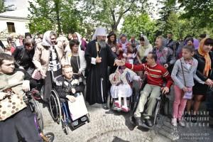Предстоятель Української Православної Церкви привітав дітей з функціональними обмеженнями зі святом Пасхи.