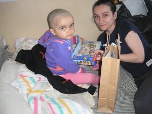 КИЕВСКАЯ ЕПАРХИЯ. Подарки детям на Пасху. Социальный отдел посетил клинику детской нейрохирургии им.Ромоданова