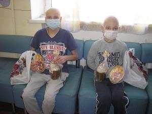 КИЕВСКАЯ ЕПАРХИЯ. Подарки детям онкологического центра ОХМАТДЕТ от Воскресенского кафедрального собора УПЦ