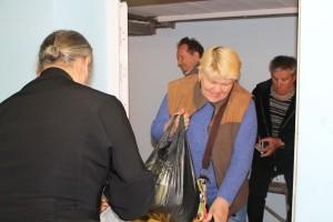 КИЕВ. Выдача на складе Центра Гуманитарной Помощи