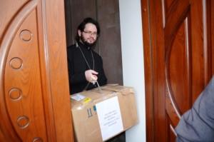 КІРОВОГРАДСЬКА ЕПАРХІЯ. Священнослужителі міста Кіровограда передали ліки для поранених бійців АТО