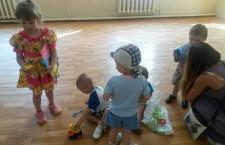 КИЇВСЬКА ЄПАРХІЯ. Волонтери завітали до дітей з Київської дитячої туберкульозної клініки у Пущі Водиці