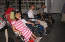 КИЕВСКАЯ ЕПАРХИЯ. Выдача вещей семьям инвалидов.
