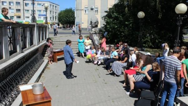ВОЛИНСЬКА ЄПАРХІЯ. Перший урок вуличної школи добра