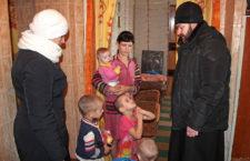ГОРЛІВСЬКА ЄПАРХІЯ. Парафіяни храму допомогли п'ятнадцяти дітям з малозабезпечених сімей Часів Яру