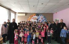 """ОДЕСЬКА ЄПАРХІЯ. Клірики і молодь Одеської єпархії відвідали підопічних КУ """"Міський притулок для дітей"""" м.Одеси"""