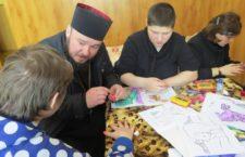 КИЇВСЬКА ЄПАРХІЯ. Столичні священнослужителі разом з волонтерами відвідали дітей у Пугачовському будинку-інтернаті