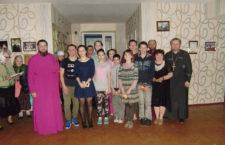 БОРИСПІЛЬСЬКА ЄПАРХІЯ. Духовенство на чолі із благочинним Другого Бориспільського благочиння привітало родини сімейного типу, літніх і нужденних людей з Пасхою