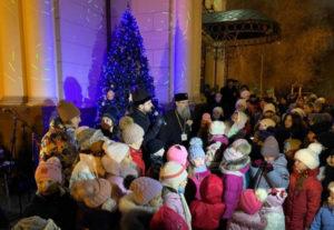 В ЗАПОРОЖСКОЙ ЕПАРХИИ состоялось открытие архиерейской елки