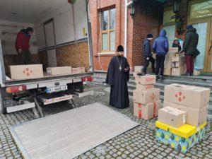 Синодальний відділ УПЦ з соціально-гуманітарних питань передав 600 подарунків дитячим будинкам Донбасу